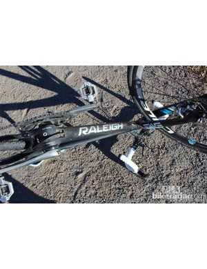 The RXC Pro Disc's internal routing pops out at the bottom bracket, but housing at that junction keeps the cable protected
