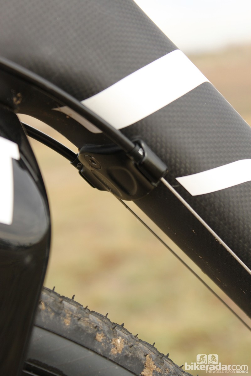 The cable stop for the front and rear derailleur cables can be removed to allow for an internally-routed Di2 setup