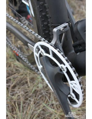 Chain rentention is handled by a K-Edge Chain Keeper and Cross Ring Guard