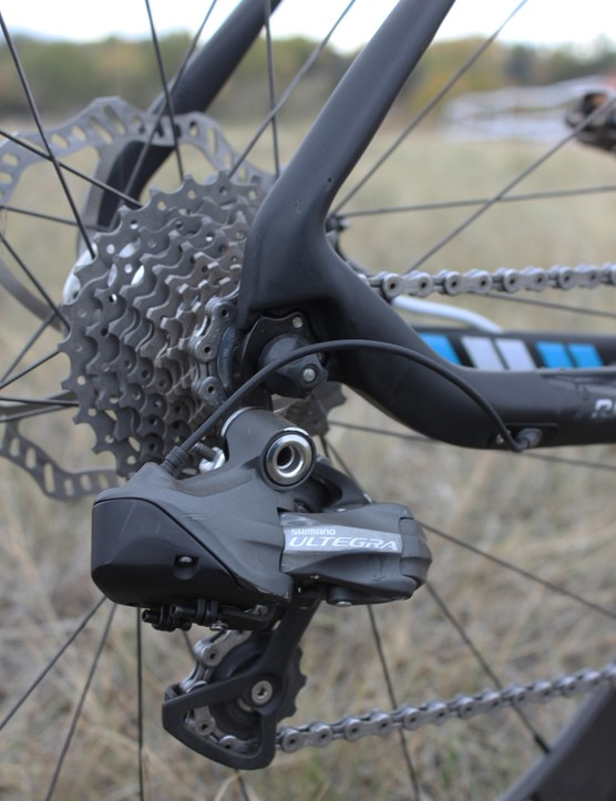 An 11-28T Dura-Ace cassette and chain mated to an Ultregra Di2 derailleur round out Berden's drivetrain