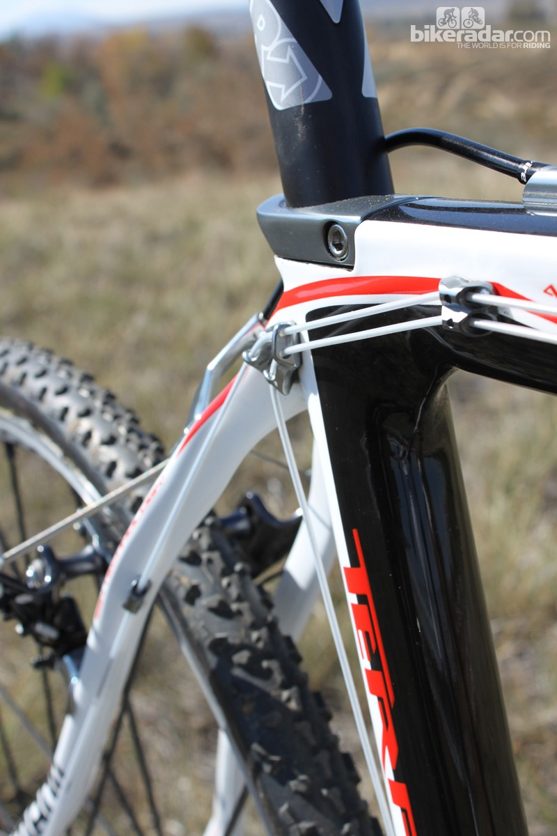 The Terra has a unique cable routing system, relying on liners to guide the front and rear derailleur cables along the right-hand side of the top tube