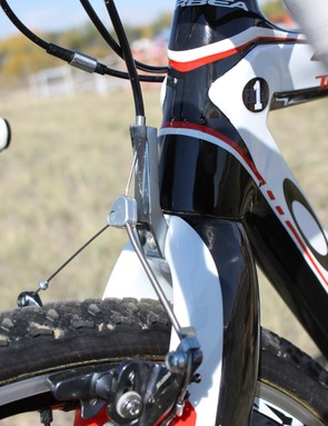 The cable hanger is mounted to the fork to mitigate brake shudder
