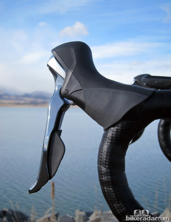 The new Shimano Dura-Ace 9000 STI Dual Control levers are far sleeker and more organically shaped than the outgoing version. The pivot point on the brake lever has been pushed outward for better braking power on the hoods