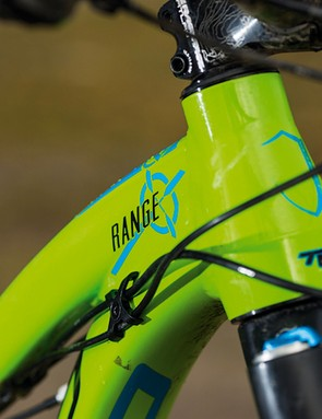 The short, slack tapered head tube helps keep the front end low