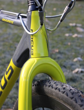 The Mares AX 2.0 has a straight 1.125in head tube