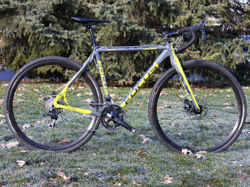The Mares AX 2.0 Disc shares the same low and slack geometry of Focus' top-end carbon models
