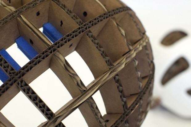 Corrugated cardboard forms the Kranium