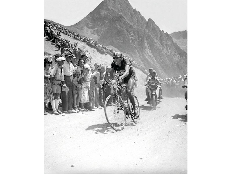 An example of the epic imagery you can find in the 100 Years of the Tour de France bookazine