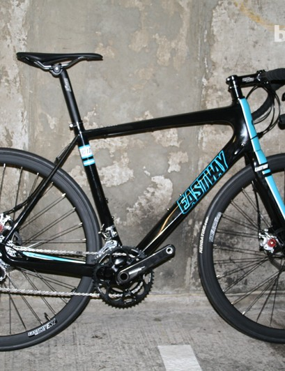 Our Eastway RD1.0 features Avid disc brakes, a SRAM Force drivetrain and a full carbon frame and fork