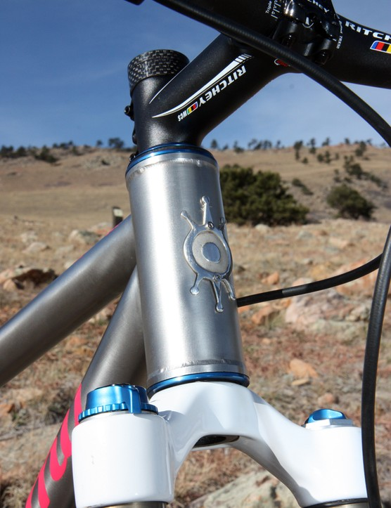 Alchemy built Galpin's bike with a 44mm diameter head tube, which can accommodate a tapered steerer, a straight 1 1/8in fork (shown here), or even a 1 1/2in one if you're so inclined