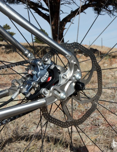 Avid Elixir 9 hydraulic disc brakes are fitted front and rear