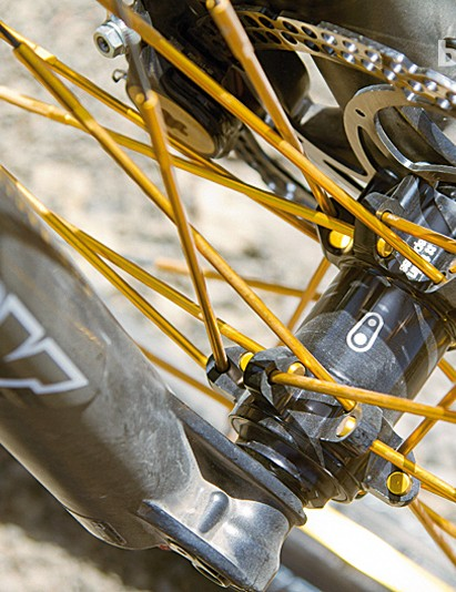 The 15mm quick-release axle keeps the Fox 34 fork stiff but light