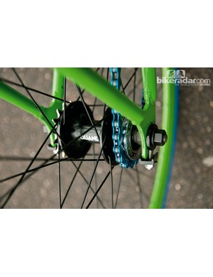 The Mango has a flip flop rear hub so that you can switch easily between singlespeed and fixed gear