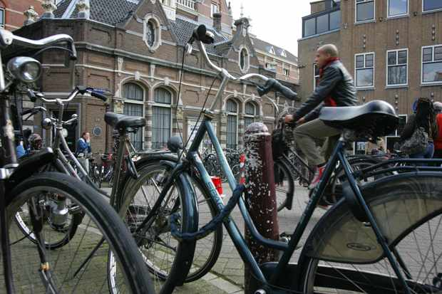 Cycling is already an extremely popular mode of transport in the Netherlands but the Dutch government are coming up with innovative new ways to boost numbers even further