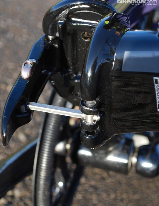 Adjustable hinge settings on the foldable Tern Verge Duo