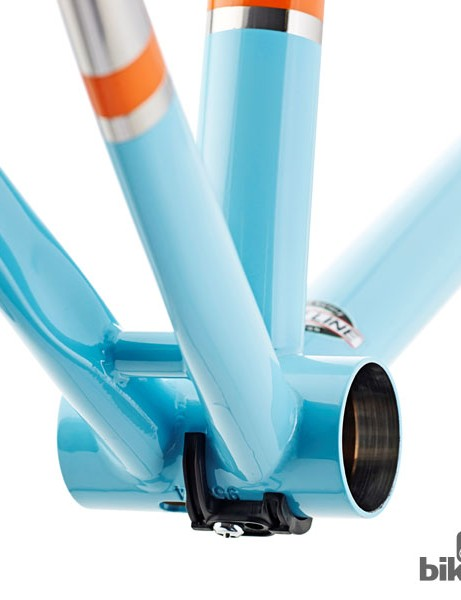 The frame features a wide Shimano BB86 press-fit bottom bracket shell