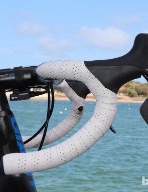 Giant uses a semi-anatomic bend on its new aero drop bars
