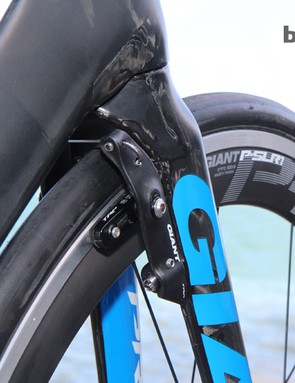 The new SpeedControl SLR brakes are made by TRP out of molded carbon composite. Hiding the arms behind the fork blades and seat stays supposedly yields better overal results than internal setups when taking into account maintenance and braking function