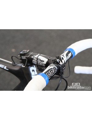 Mark Renshaw's PRO Vibe 7s aluminum handlebar is nothing new but the matching stem is, with its carbon wrapped extension, four-bolt faceplate, and 1 1/4in steerer clamp for use with Giant's OverDrive 2 fork