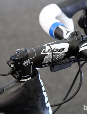 Blanco team mechanics route the Shimano Dura-Ace Di2 wire along the bottom of the stem instead of the brake housing as usual. A small clamp is affixed to the lower steerer clamp for strain relief