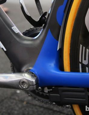 Huge tube sections around the 86mm-wide bottom bracket lend very good drivetrain rigidity