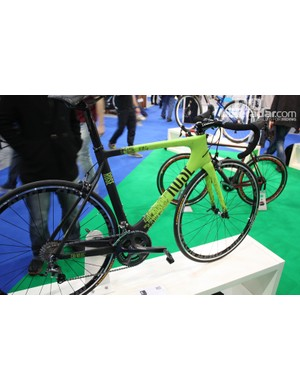 The Rose Xeon CW-3100 is a full carbon aero package, dropping in at £2,420 with Ultegra Di2