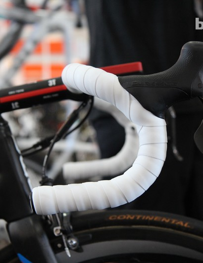Philippe Gilbert (BMC) grabs hold of traditional-profile 3T Rotundo Team carbon fiber bars