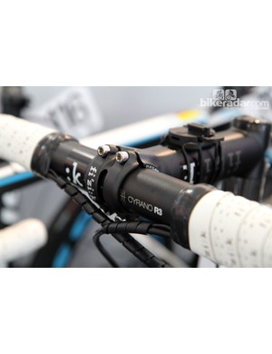 The four-bolt faceplate on Ag2R-La Mondiale's new Fizik stems wraps more than halfway around the bar. We hear Fizik will offer both carbon fiber and aluminum handlebars but the team has opted for alloy here