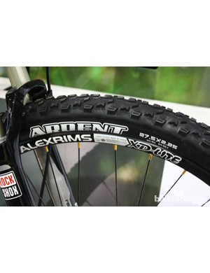 Saracen use a Maxxis Ardent tyre at the front and a Crossmark at the rear, both 2.1in