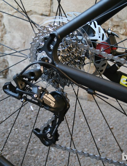 The 700c wheelset uses 32 spokes in order to cope with any off-road excursions