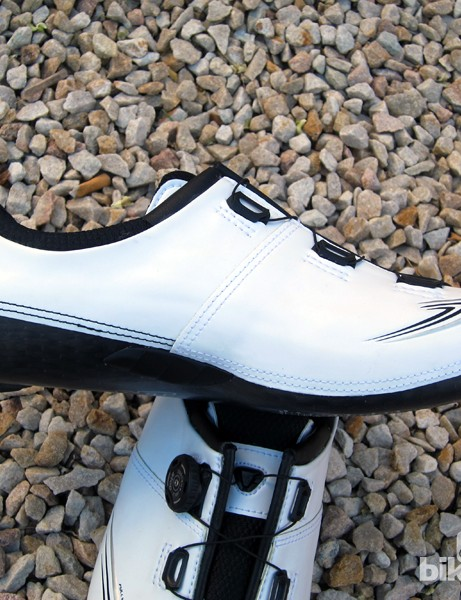 The inner side of the shoe is impressively free of add-ons, which should result in less crankarm marring if you tend to pedal heels-in