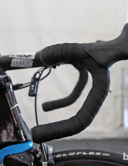 Geraint Thomas (Sky) prefers an anatomic bend bar that's turned slightly upwards