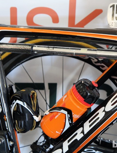 This Euskaltel-Euskadi Orbea Orca is conveniently sized so that a full-length frame pump will fit