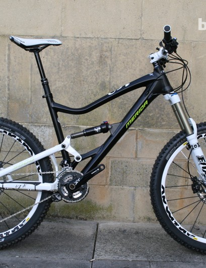 This 19in model manages to look quite compact, partly thanks to the kinked top tube