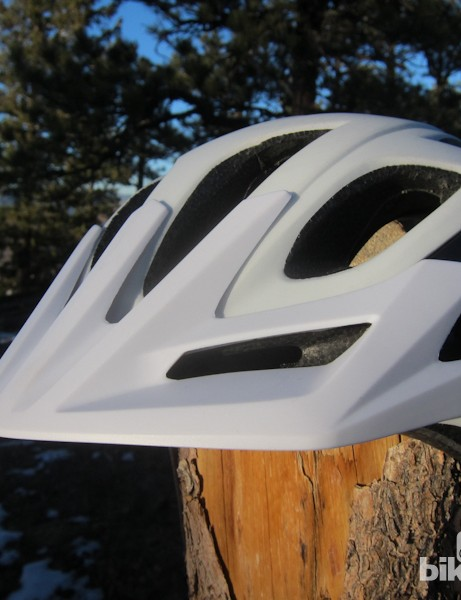 A nicely integrated visor allows direct airflow into the helmet vents