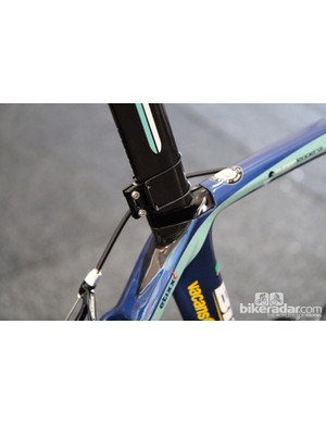 Vacansoleil-DCM team mechanics use simple number plate holders from BBB