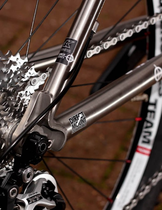 Investment cast dropouts use 142x12mm rear axle while the neat gear hanger design is borrowed from Pivot Bikes