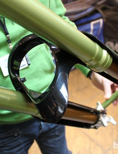 We like the way DVO have cleverly incorporated a mudguard into the arch design – a Neoprene 'shield' can be fitted over the hole for extra protection