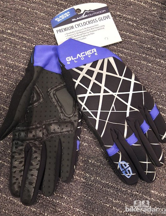 The Premium Cyclocross Glove uses leather-reinforced, thin neoprene on the palm, and fleece-backed neoprene for warmth on the back