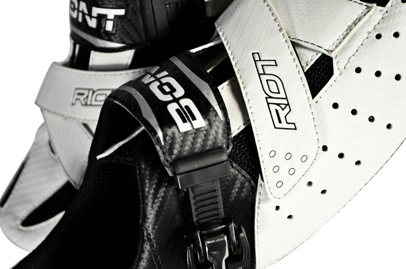 The new Bont Riot uses a more conventional two-piece construction with separate uppers and lowers instead of the company's usual monocoque assembly. The microfiber uppers are also more traditionally stitched with mesh and use a single ratcheting buckle and forefoot 'Z-strap' per side.