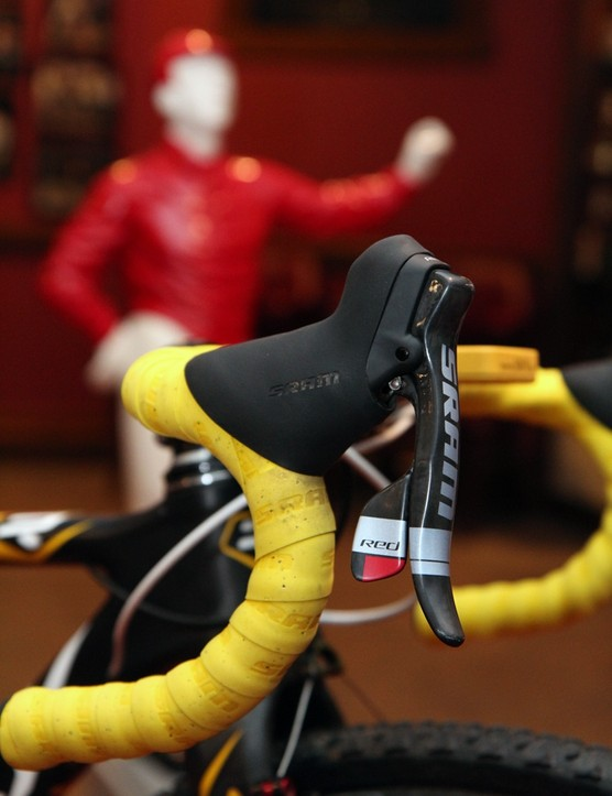 Amy Dombroski (Telenet-Fidea) is using SRAM's previous-generation Red DoubleTap levers