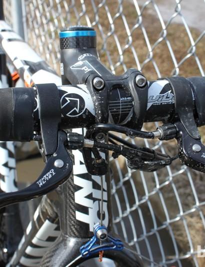 Vos uses Tektro top-mounted brake levers