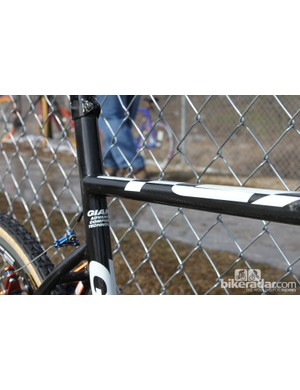 The Giant TCX Advanced SL has a top tube shapped to take (some) of the pain out of sholdering a bike