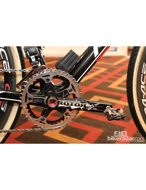 The Rotor 3D+ machined aluminum crank is equipped with Specialites TA chainrings