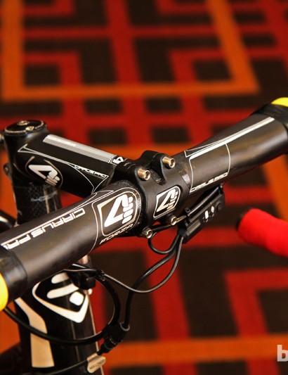 A 4ZA Cirrus Pro carbon fiber bar is clamped in a 4ZA Cirrus Pro forged aluminum stem