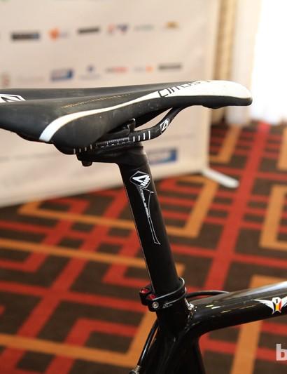 Klaas Vantornout (Sunweb-Napolean Games) is apparently quite confident in the carbon fiber rails on his 4ZA Cirrus Pro saddle