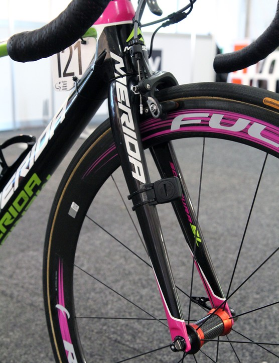 Merida builds the Scultura SL with a tapered, full carbon fork