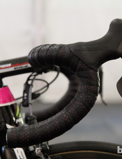 Matthew Lloyd (Lampre-Merida) uses compact bend FSA K-Force carbon fiber bars