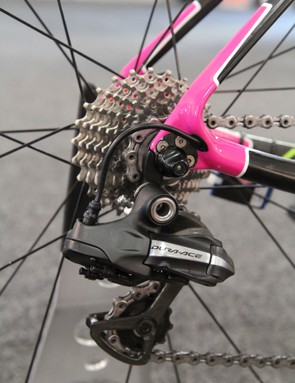The Shimano Dura-Ace Di2 rear derailleur is mated to an Ultegra 11-25T cassette