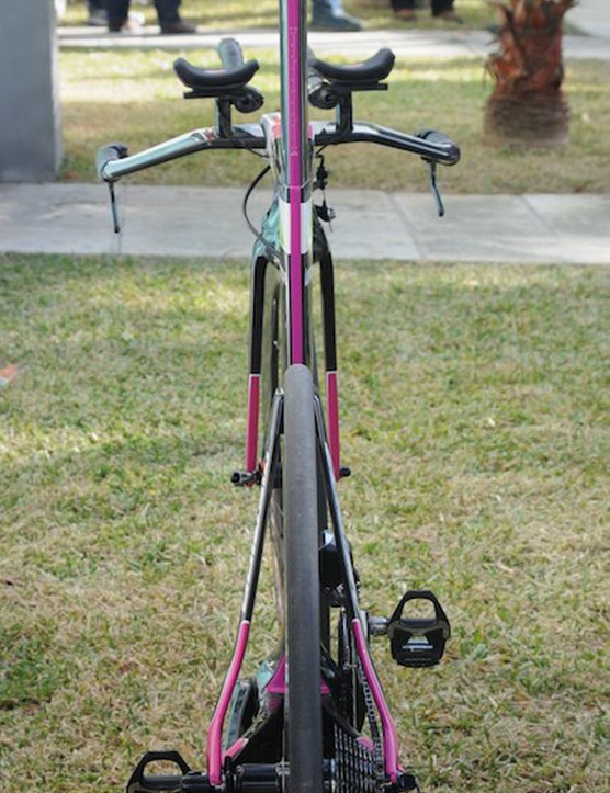 Rear view shows the narrow frontal profile and low height of the seatstays on the Merida Warp